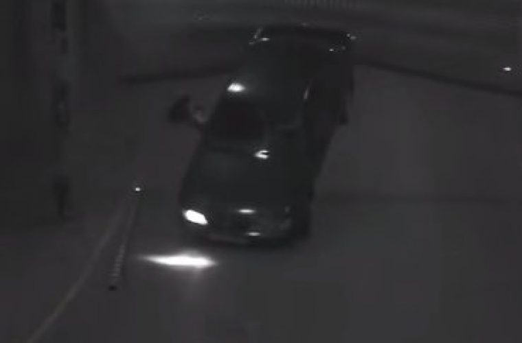 Video: Bizarre car park exit leaves car on roof