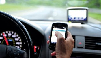 21% rise in mobile phone crashes