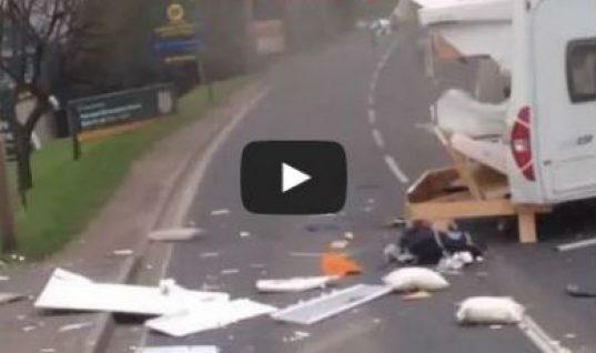 Video: driver wrecks caravan in dangerous overtake