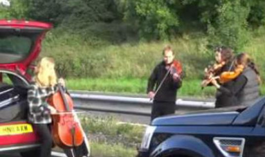 Video: String quartet performs for motorists stuck on M5