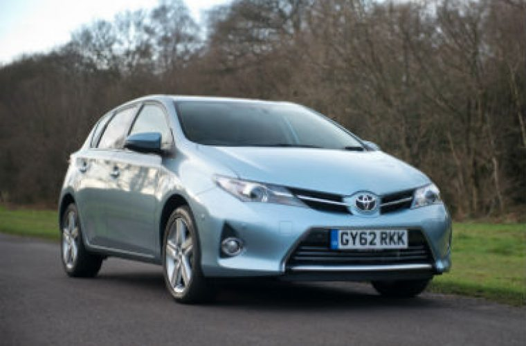 Toyota Auris oil filter replacement made easy - Garagewire
