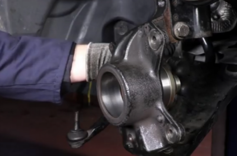 Video: how to remove and fit cartridge wheel bearing on vehicle