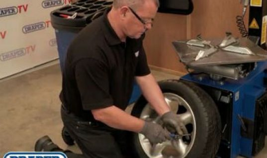 Video: Draper Tools semi automatic tyre changer