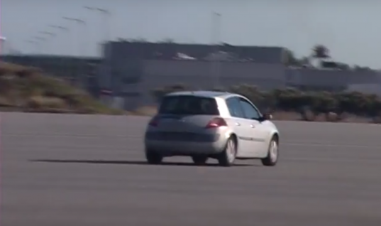 Video: Swerving car demonstrates the difference between worn and new shocks