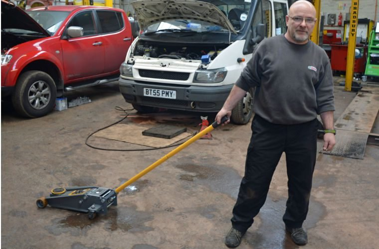 Reader review: Winntec three tonne turbo-lift trolley jack