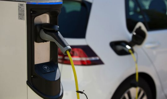 Electric vehicle charge points to be made mandatory at large petrol retailers