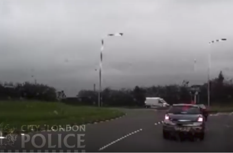 Watch: crash for cash scammers caught out by dash cam
