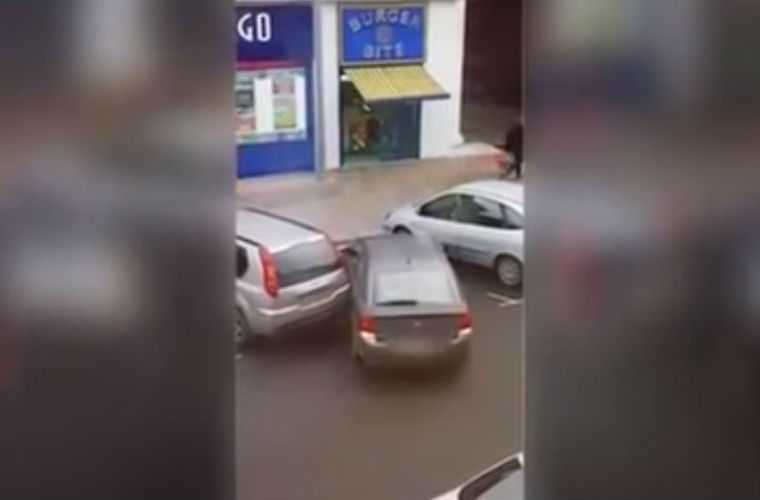 WATCH: Jaw dropping parking fail caught in Hull city centre