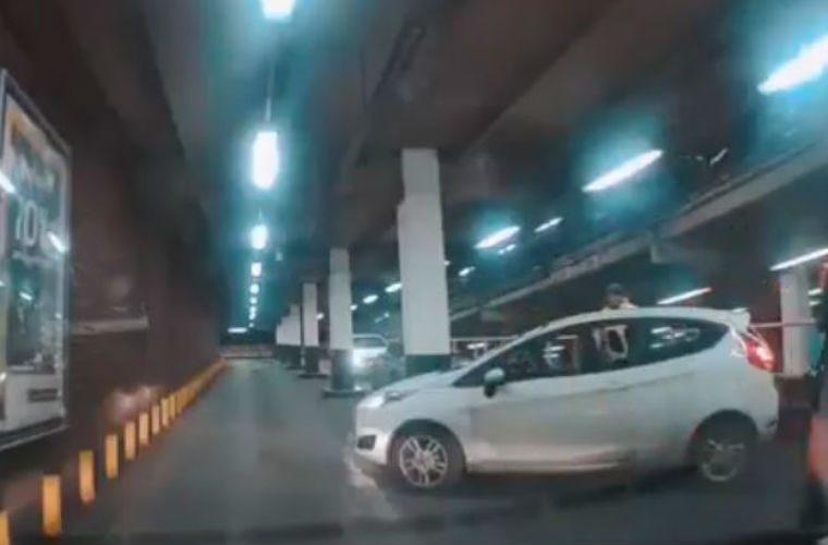 Video: Driver blocks traffic after failing 10-point turn in Birmingham car park
