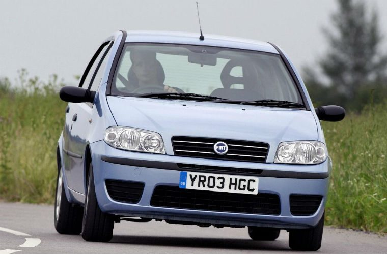 "Car dealer brands £800 Punto driver as ""incompetent"" and refuses refund"