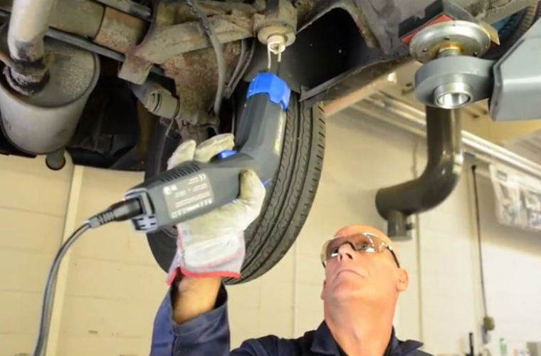 Video: Axel mounting removal with the Venom Mini-Ductor