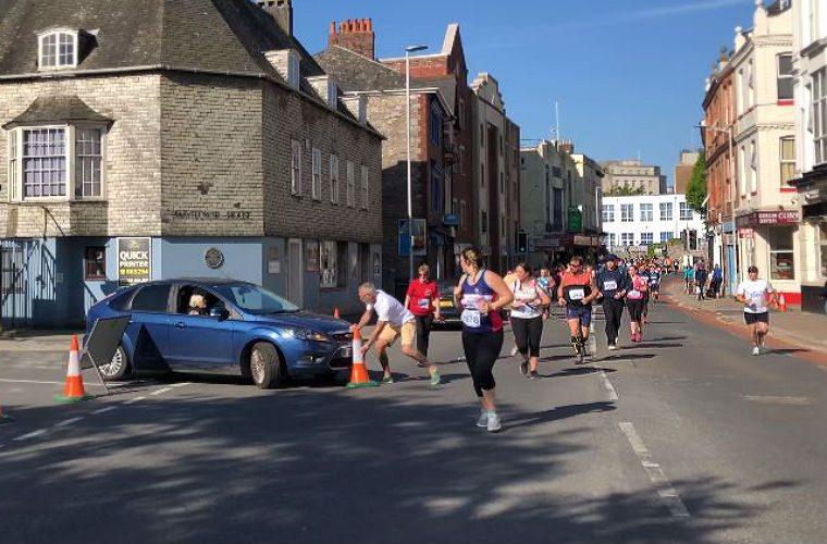 Watch: Arrogant motorist drives through half marathon runners