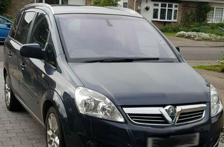 Police warn woman not to move stranger's car from her drive