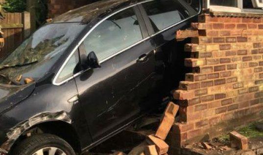 Man saved from wreckage after crashing into Hitchin garage