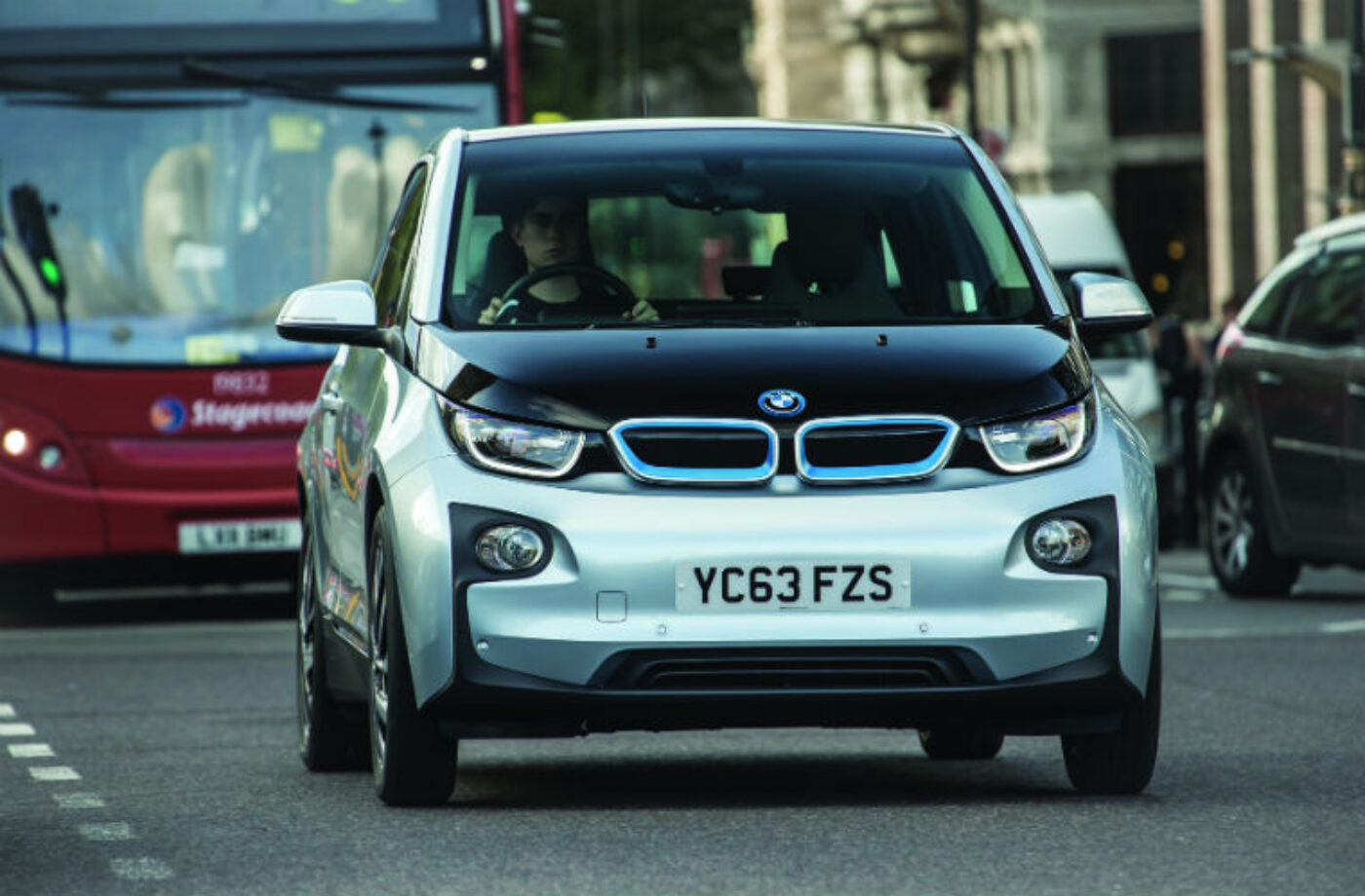 Diagnostic specialist provides clarification on BMW i3 servicing query