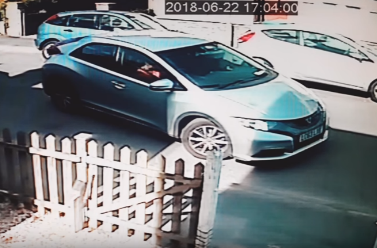 Watch two drivers attempt to parallel park Honda Civic before giving up