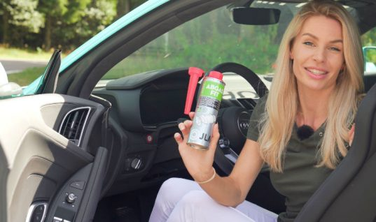 German supercar icon, YouTuber and blogger visits JLM Lubricants at Automechanika