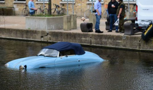 Porsche 356 replica gets knocked into canal by passing van