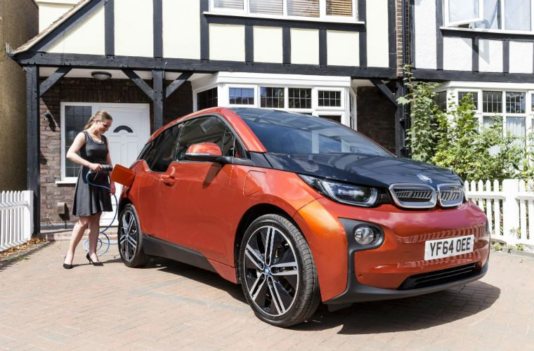 Ownership of electric vehicles to match petrol and diesel cars by 2022, report claims