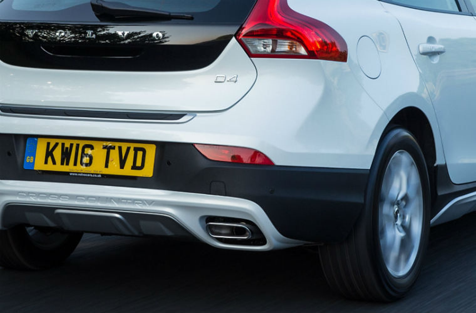 Volvo fuel leak fears prompt 200,000 recalls - Garagewire