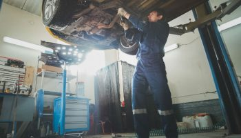 """2019 expected to be """"employee's market"""", experts warn garage owners"""