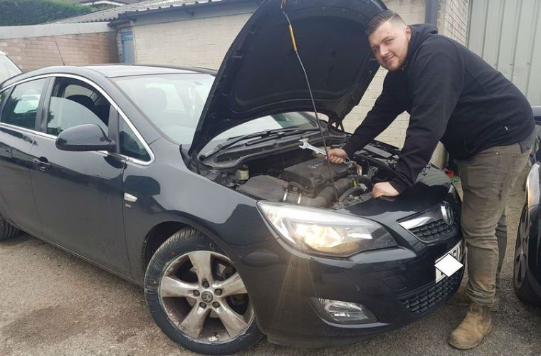 Mobile mechanic offers to fix NHS workers' cars for free following vandal attack