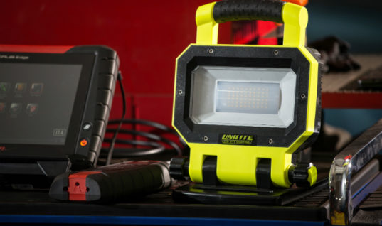 New workshop light provides perfect positioning for any job, company says