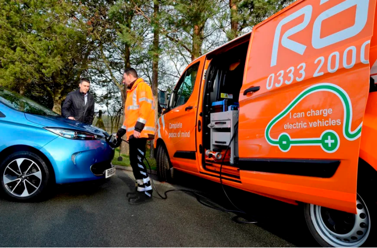 RAC launches electric vehicle flat-battery recovery service
