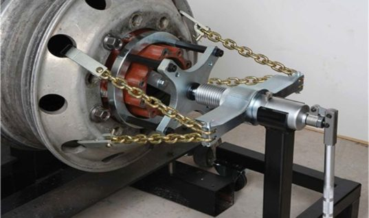 Video: Sykes Pickavant's HGV hydraulic puller removes bus wheel with ease