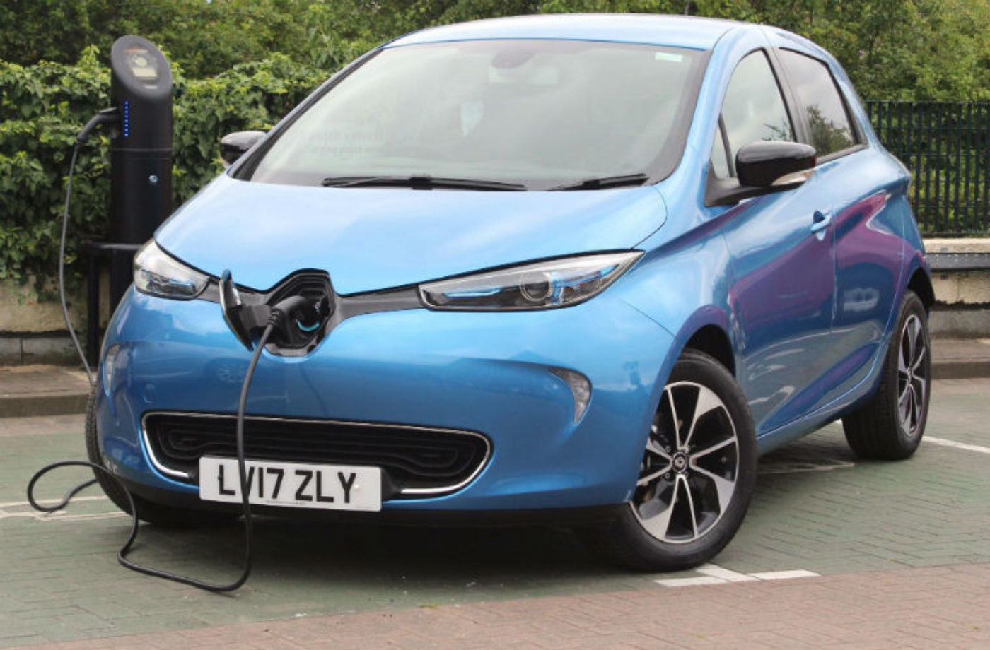 """Transport Minister """"astonished"""" by sudden EV breakdowns as government reviews EV dangers"""