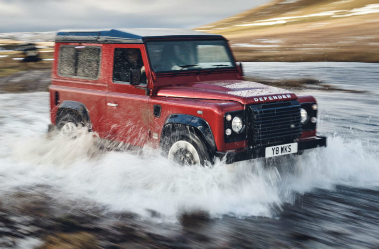 """Motorists search for """"flood-capable"""" cars as UK continues to suffer"""
