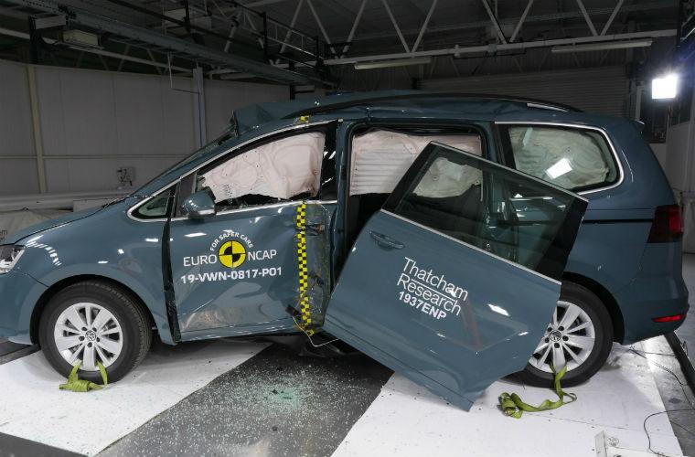 VW Sharan gets four-star safety rating despite door falling off