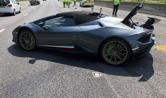 Brand new Lambo Huracan written off after breaking down in outside lane of motorway