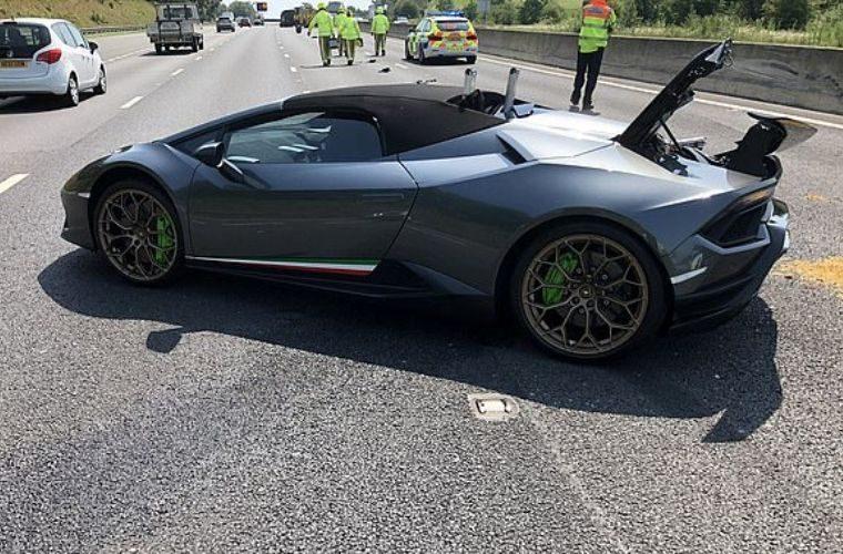 Brand new Lambo Huracan written off after breaking down in outside lane of motorway