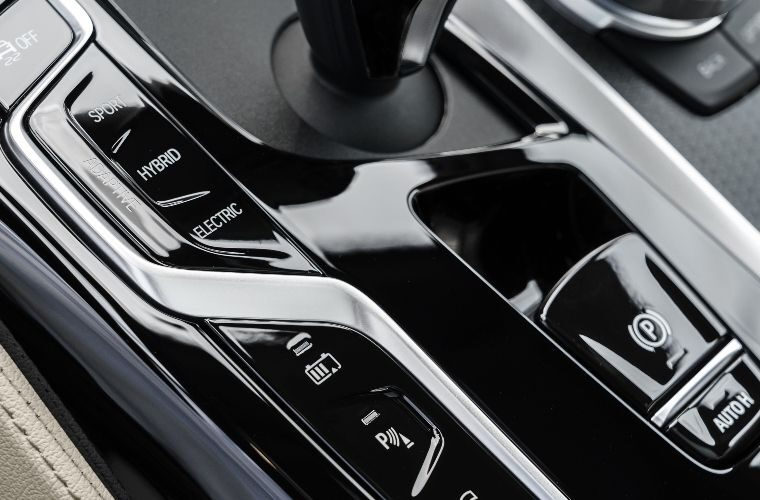 BMW recalls plug-in hybrid models over battery fire risk
