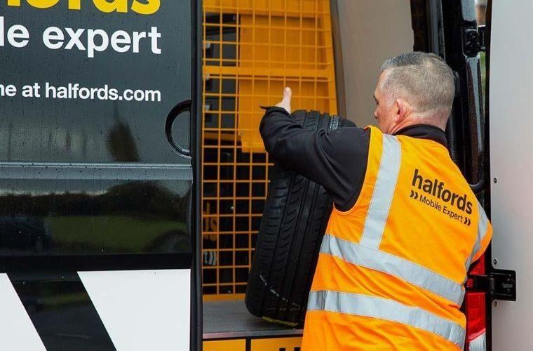 Halfords expands mobile car servicing fleet