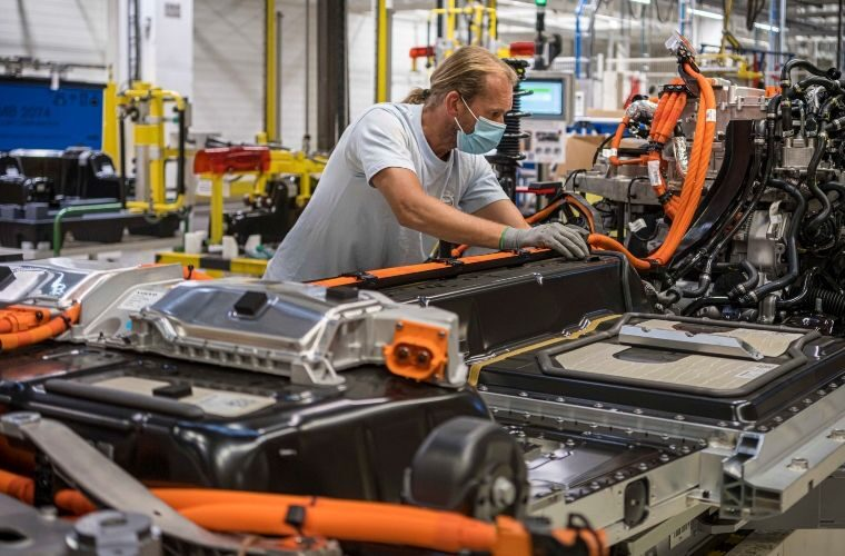 Volvo to triple electric production capacity in response to strong electrified car sales