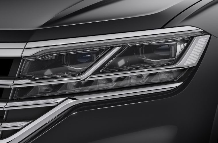 Headlights, fog lights and spark plugs in HELLA's new-to-range report